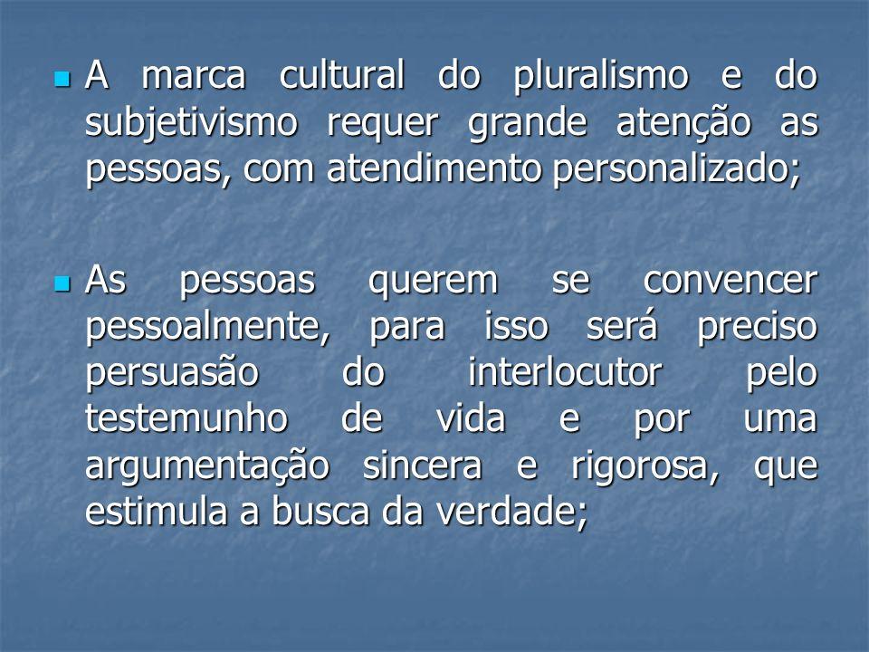 A marca cultural do pluralismo e do subjetivismo requer grande atenção as pessoas, com atendimento personalizado; A marca cultural do pluralismo e do
