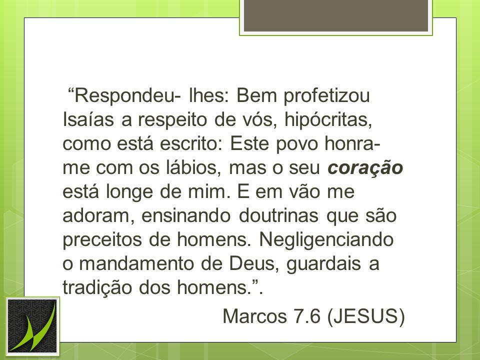 Respondeu- lhes: Bem profetizou Isaías a respeito de vós, hipócritas, como está escrito: Este povo honra- me com os lábios, mas o seu coração está lon