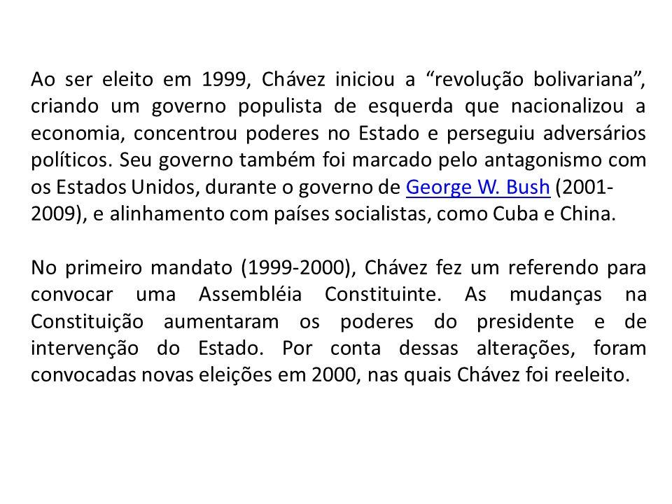 Ao ser eleito em 1999, Chávez iniciou a revolução bolivariana, criando um governo populista de esquerda que nacionalizou a economia, concentrou poderes no Estado e perseguiu adversários políticos.
