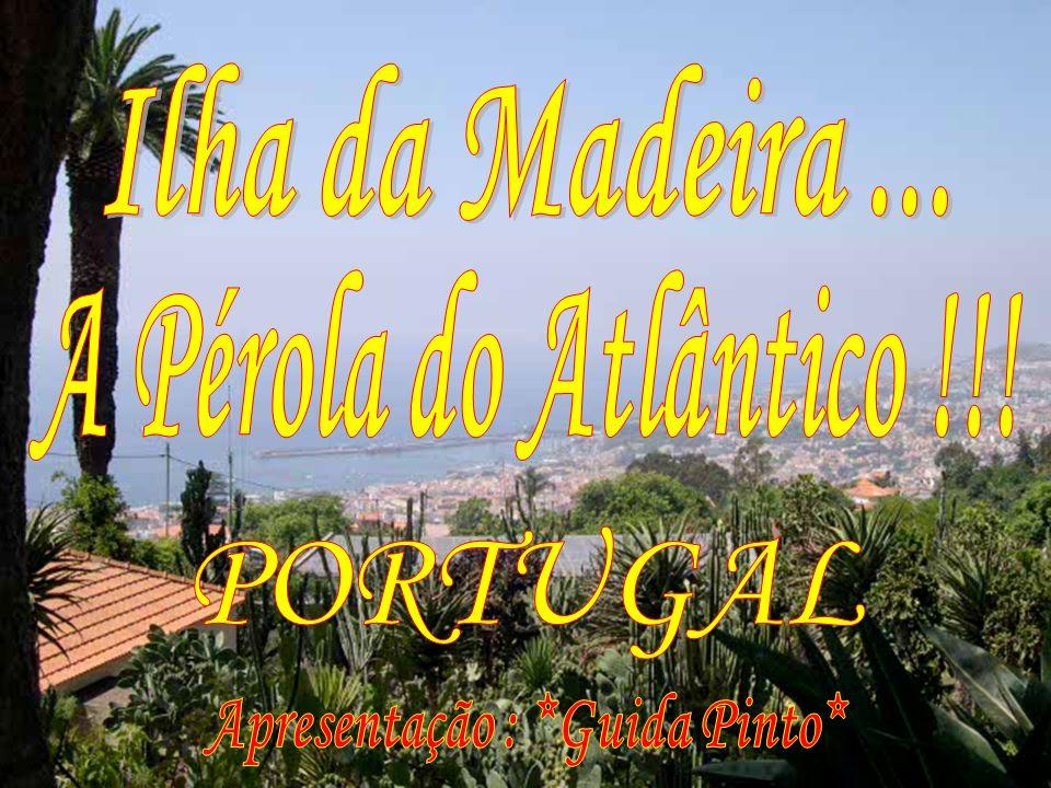 Curral das Freiras é uma pequena vila rodeada por enormes montanhas, no coração da ilha.
