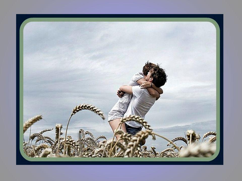 O bom amigo é aquele que nas horas de tristeza procura suavizar a nossa dor. De um amigo esperamos sempre um pouco da sua força, para a nossa fraqueza