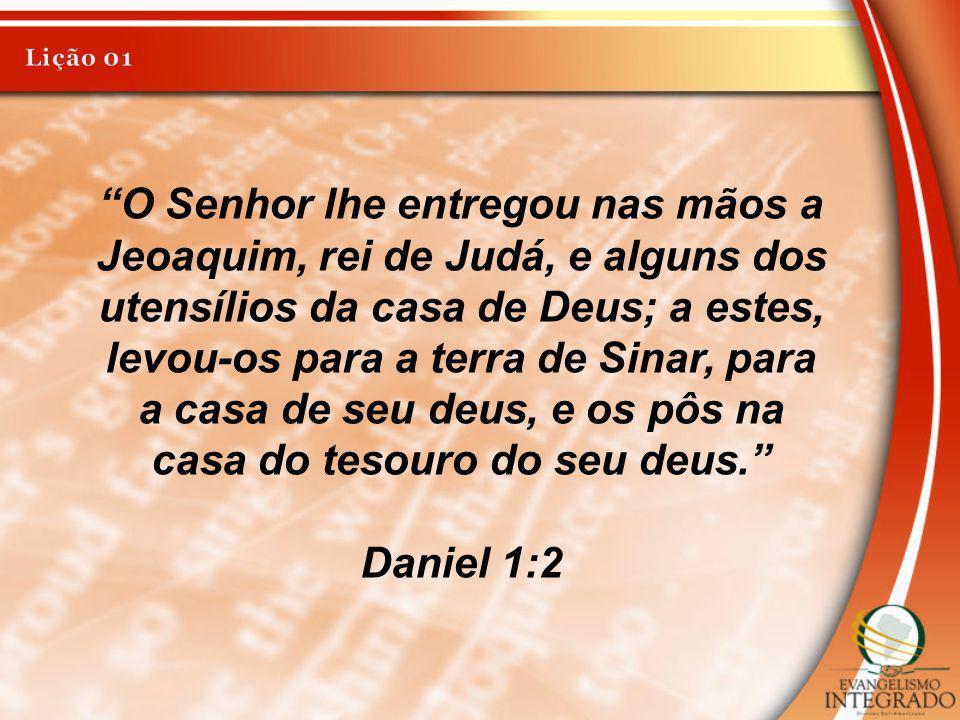 O Senhor lhe entregou nas mãos a Jeoaquim, rei de Judá, e alguns dos utensílios da casa de Deus; a estes, levou-os para a terra de Sinar, para a casa