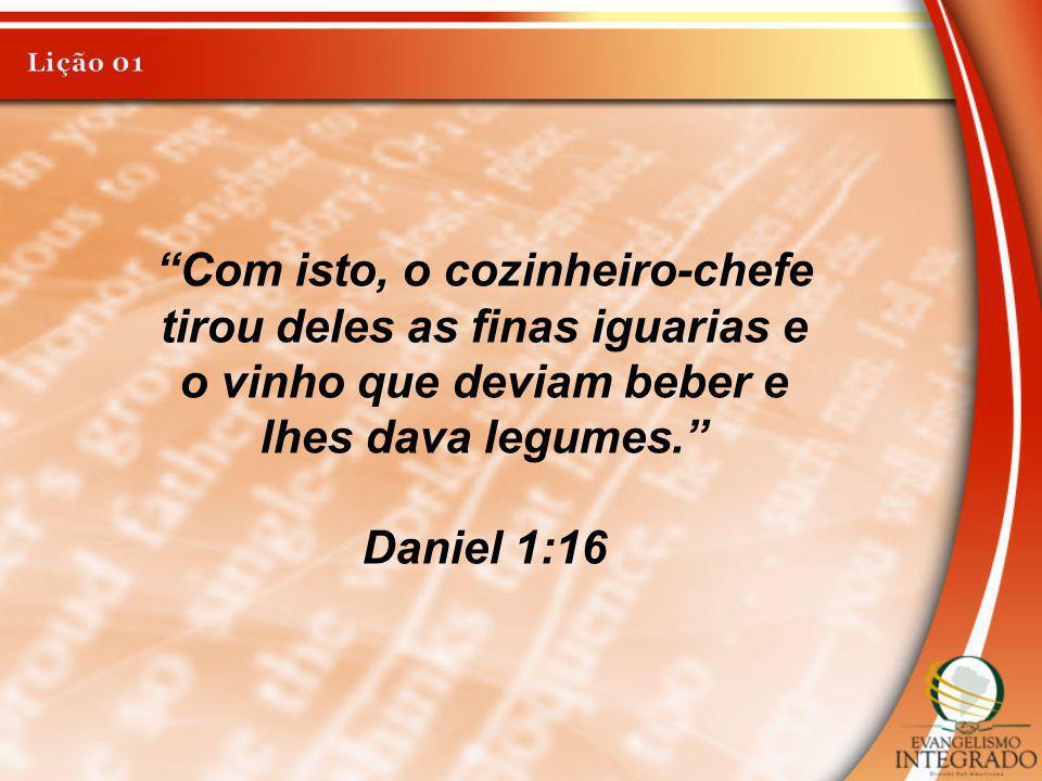 Com isto, o cozinheiro-chefe tirou deles as finas iguarias e o vinho que deviam beber e lhes dava legumes. Daniel 1:16