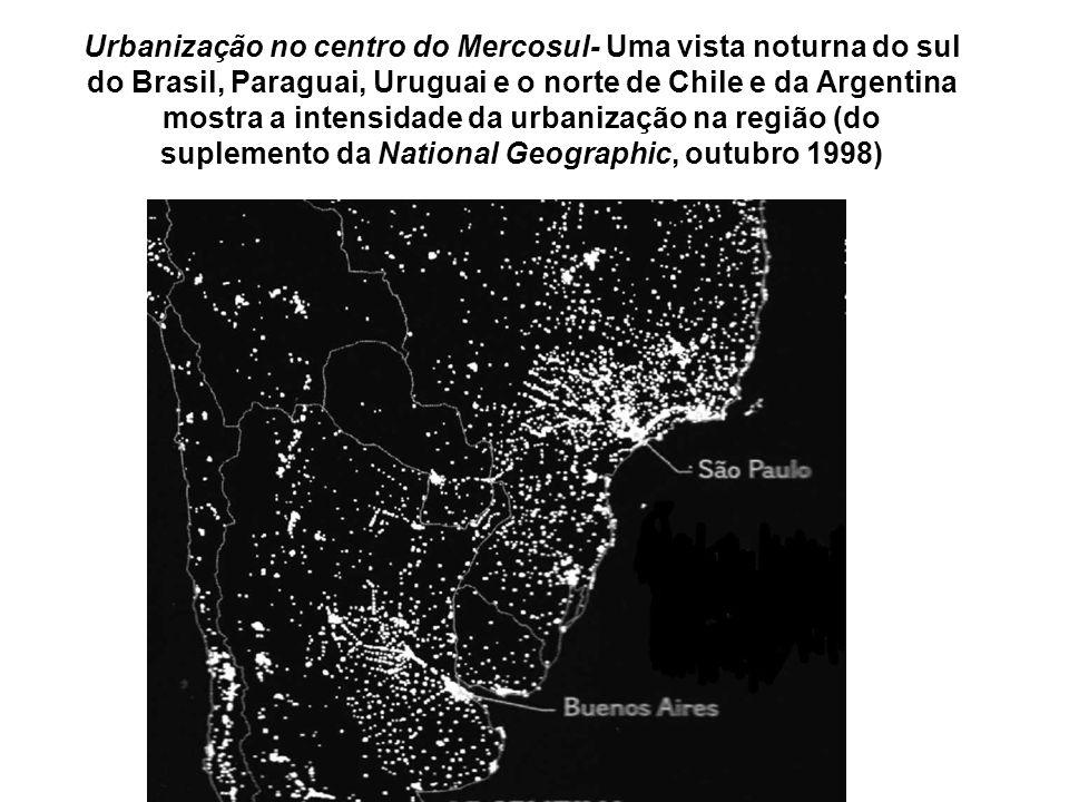 Urbanização no centro do Mercosul- Uma vista noturna do sul do Brasil, Paraguai, Uruguai e o norte de Chile e da Argentina mostra a intensidade da urb