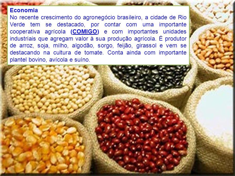 Economia No recente crescimento do agronegócio brasileiro, a cidade de Rio Verde tem se destacado, por contar com uma importante cooperativa agrícola
