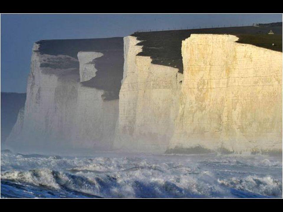 É uma falésia calcária que se formou há milhões de anos, no final do Cretáceo, quando esta área estava abaixo do nível do mar e foi com a última glaci