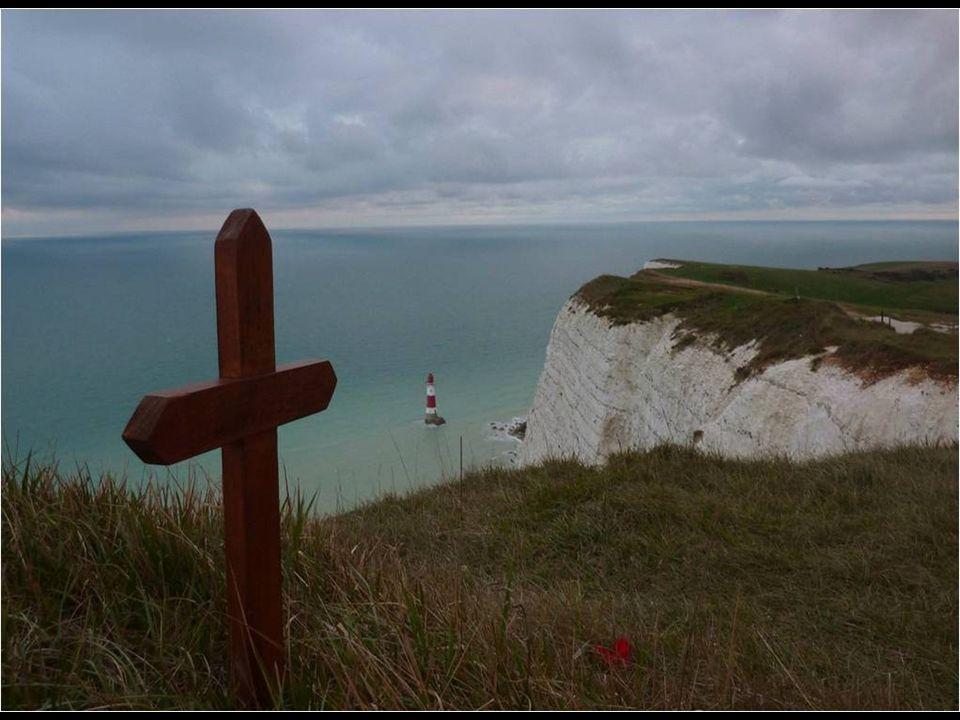 A parte macabra de Beachy Head é que é um dos pontos mais emblemáticos, a nível mundial, para suicídios (o terceiro do ranking). Todos os anos, em méd