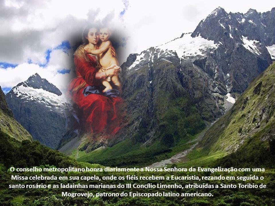 Em 1985, durante sua primeira visita ao Peru, o Papa João Paulo II a coroou solenemente, consagrando-a a Nação; e três anos depois, por ocasião do Congresso Eucarístico e Mariano dos países Bolivarianos, o Santo Padre a honrou de forma extraordinária ao concedê-la a Rosa de Ouro.