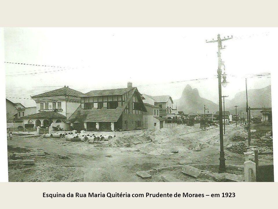 Cine Atlântico, depois Ritz, Ficava na Av. N. S. de Copacabana, entre as ruas Siqueira Campos e Figueiredo Magalhães. Foto de 1923