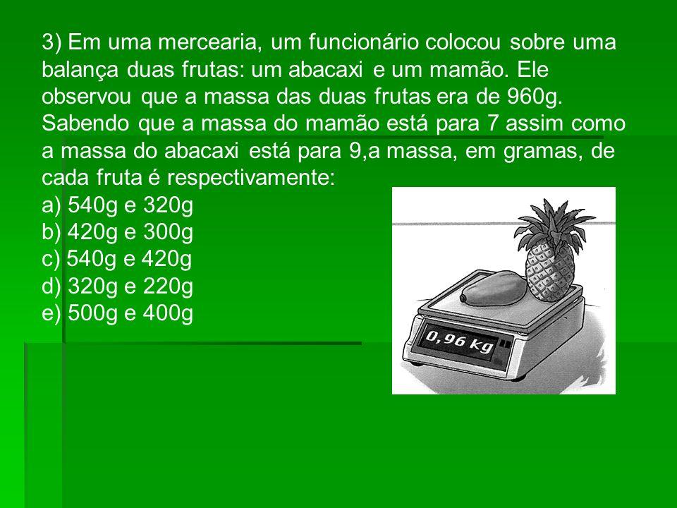 3) Em uma mercearia, um funcionário colocou sobre uma balança duas frutas: um abacaxi e um mamão. Ele observou que a massa das duas frutas era de 960g