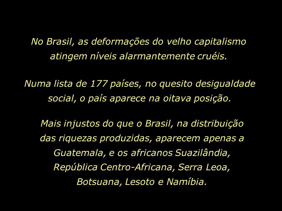 Numa rua do Recife, Brasil, garoto inala cola, enquanto cuida de sua irmã recém-nascida. Berço, cama, casa, educação, escola... Onde o mínimo é negado