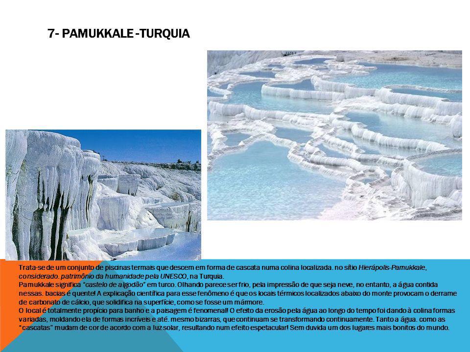 Trata-se de um conjunto de piscinas termais que descem em forma de cascata numa colina localizada. no sítio Hierápolis-Pamukkale, considerado. patrimô