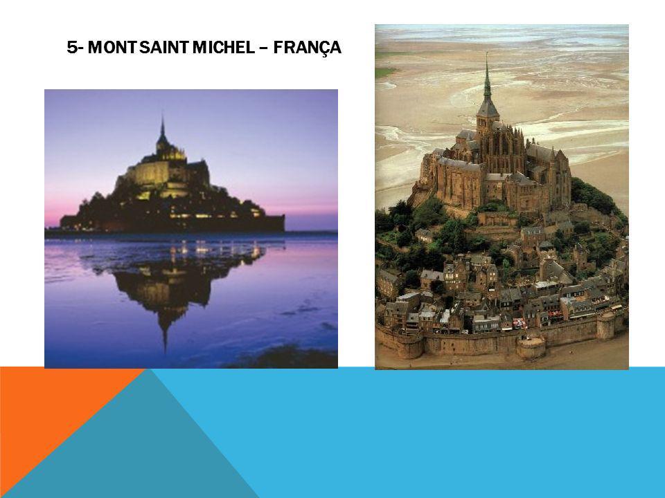 Um dos lugares mais interessantes da Terra é o Monte San Michel que em certas horas é engolfado pela água e revela o esplendor da construção.