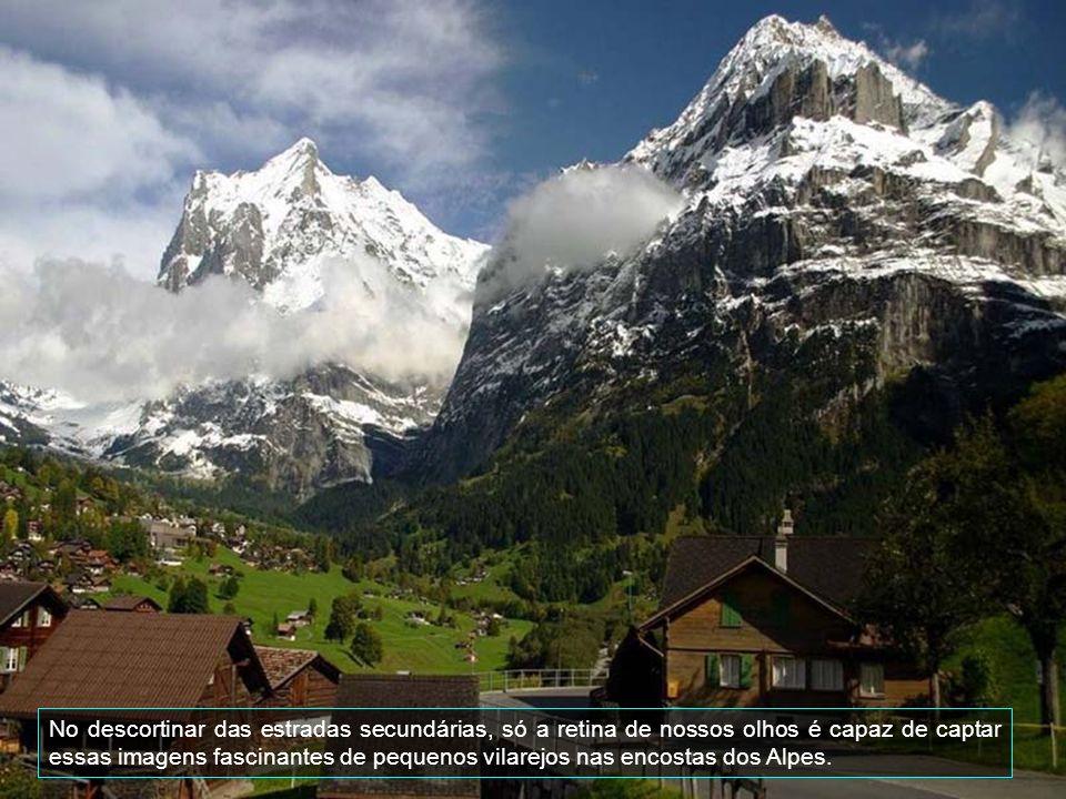 A excelente situação geográfica de Interlaken, no centro da Suiça, torna este pequeno povoado, que fica no coração do país alpino, entre os lagos Thun e Brienz, no ponto de partida ideal para uma infinidade de excursões para os glaciares mais incríveis, cascatas de 400 metros de altura, lagos de uma singular cor azul turquesa e três das montanhas mais majestosas dos Alpes: o Eiger, o Monch e a Jungfrau.