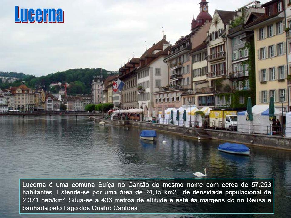Zurique é a maior cidade da Suíça.Localiza-se no nordeste do país, no centro da zona Germanófona.