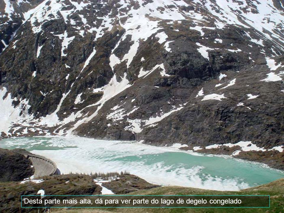 Atravessando a fronteira percorre-se o Tirol Austríaco através da espetacular auto- estrada Alpina do Parque Nacional Grossglockner, onde aprecia-se as nativas marmotas; vê-se o pico Edelweiss-Spitze com suas geleiras.