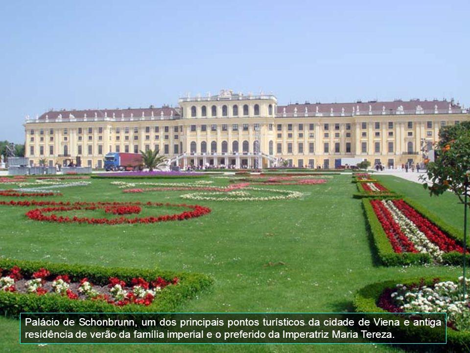 O Belvedere Schloss, é um dos mais notáveis edifícios barrocos de Viena, consiste efetivamente em dois palácios, o Belvedere Superior e o Belvedere Inferior (Oberes Belvedere e Unteres Belvedere).