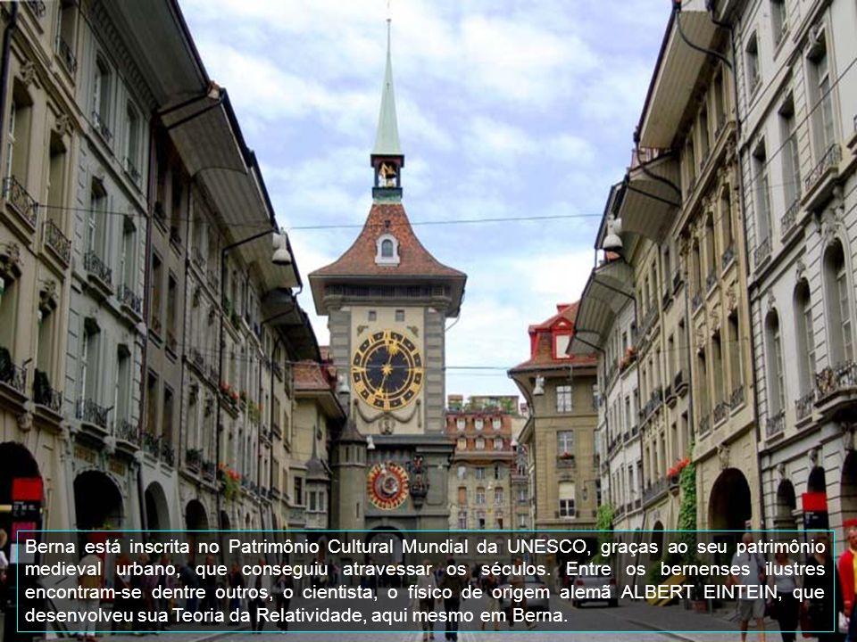 Benra é uma cidade germanófona, capital do cantão homônimo e também uma comuna.