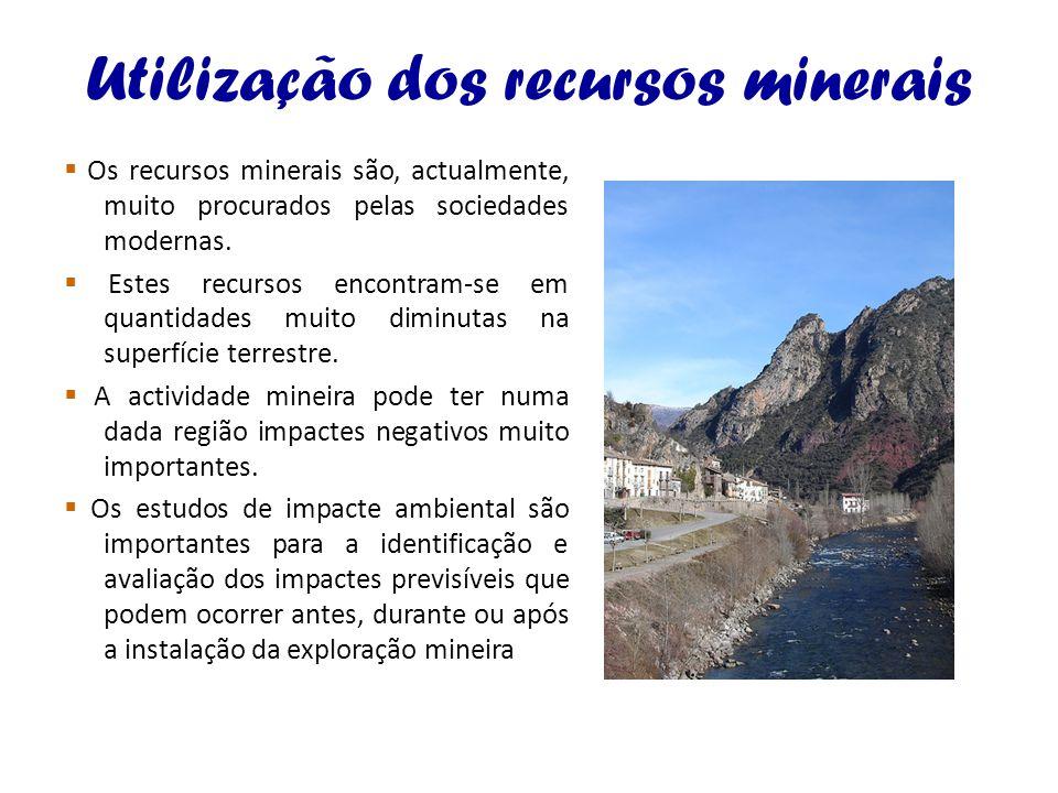 Utilização dos recursos minerais Os recursos minerais são, actualmente, muito procurados pelas sociedades modernas. Estes recursos encontram-se em qua