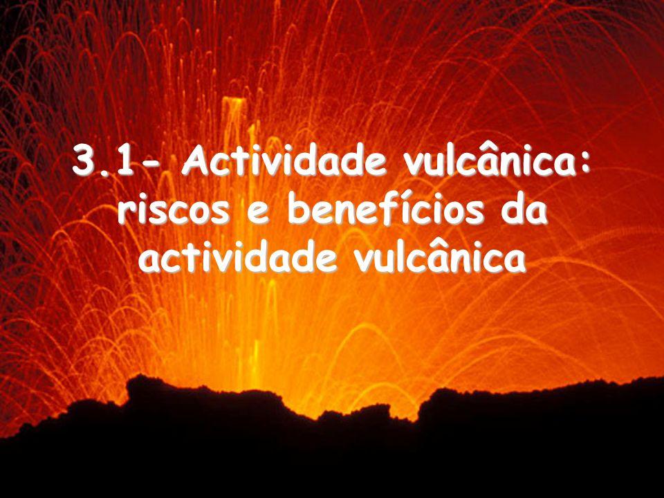 1- Erupção Efusiva: lava muito fluida (líquida) que solidifica muito lentamente, formando rios de lava (escoadas lávicas extensas).