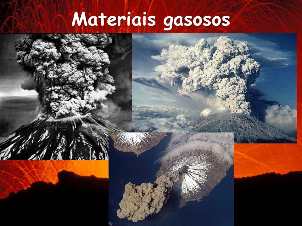 Piroclastos Fragmentos de lava solidificada ou pedaços de rochas arrancadas quando o magma sobe até à superfície.