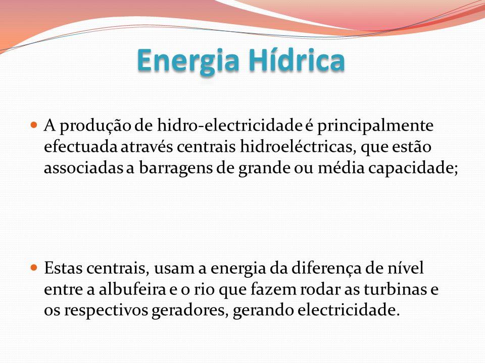 A produção de hidro-electricidade é principalmente efectuada através centrais hidroeléctricas, que estão associadas a barragens de grande ou média cap