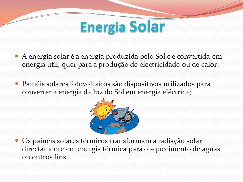 A energia solar é a energia produzida pelo Sol e é convertida em energia útil, quer para a produção de electricidade ou de calor; Painéis solares foto