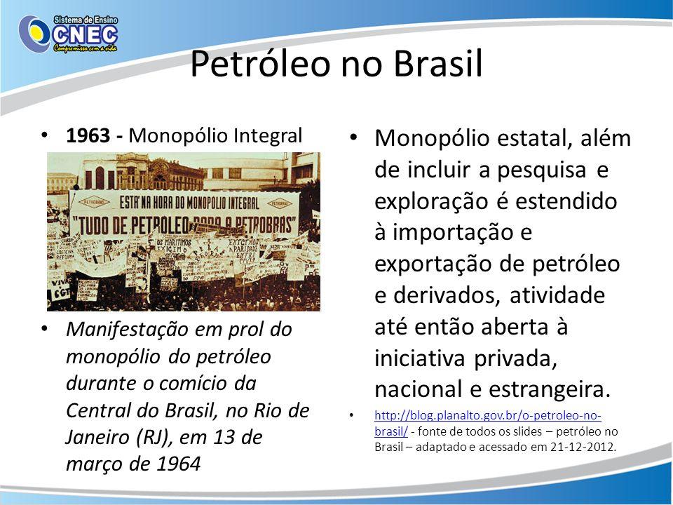 Petróleo no Brasil 1963 - Monopólio Integral Manifestação em prol do monopólio do petróleo durante o comício da Central do Brasil, no Rio de Janeiro (