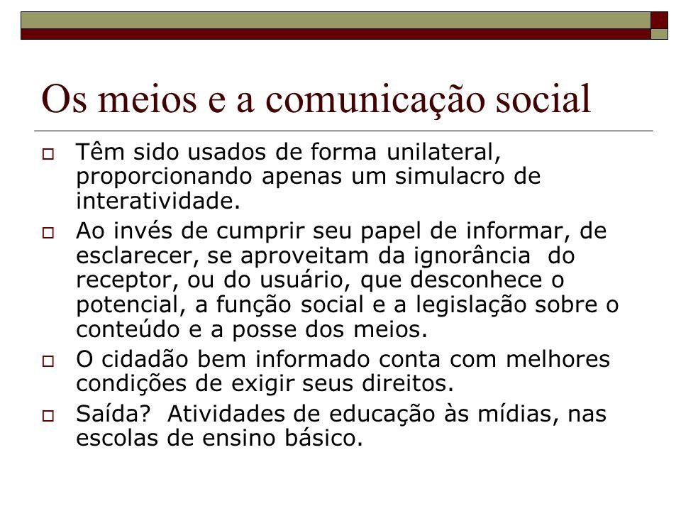 Os meios e a comunicação social Têm sido usados de forma unilateral, proporcionando apenas um simulacro de interatividade.