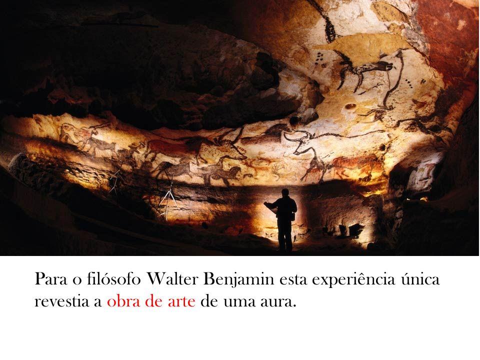 Para o filósofo Walter Benjamin esta experiência única revestia a obra de arte de uma aura.