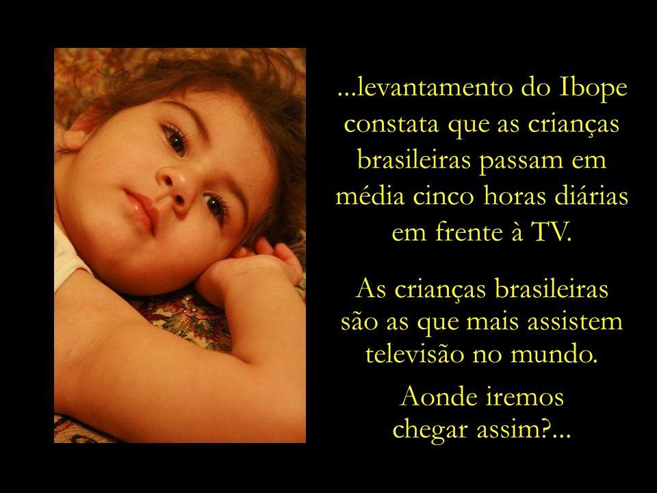 Enquanto a Organização Mundial da Saúde (OMS) recomenda que crianças em idade escolar devem assistir a, no máximo, uma hora de televisão por dia,...