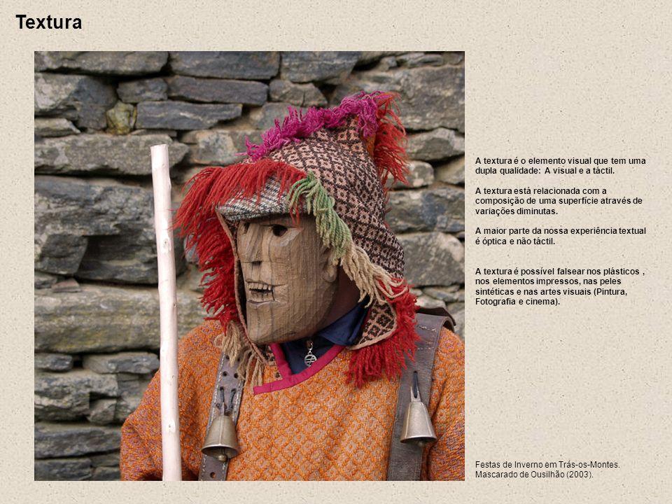 Festas de Inverno em Trás-os-Montes. Mascarado de Ousilhão (2003). A textura é o elemento visual que tem uma dupla qualidade: A visual e a táctil. A t