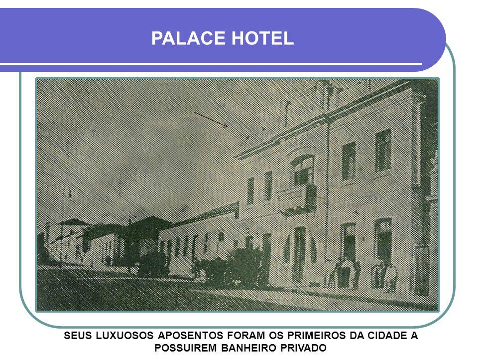 EMPRESÁRIOS E PEDREIROS DURANTE A CONSTRUÇÃO PALACE HOTEL
