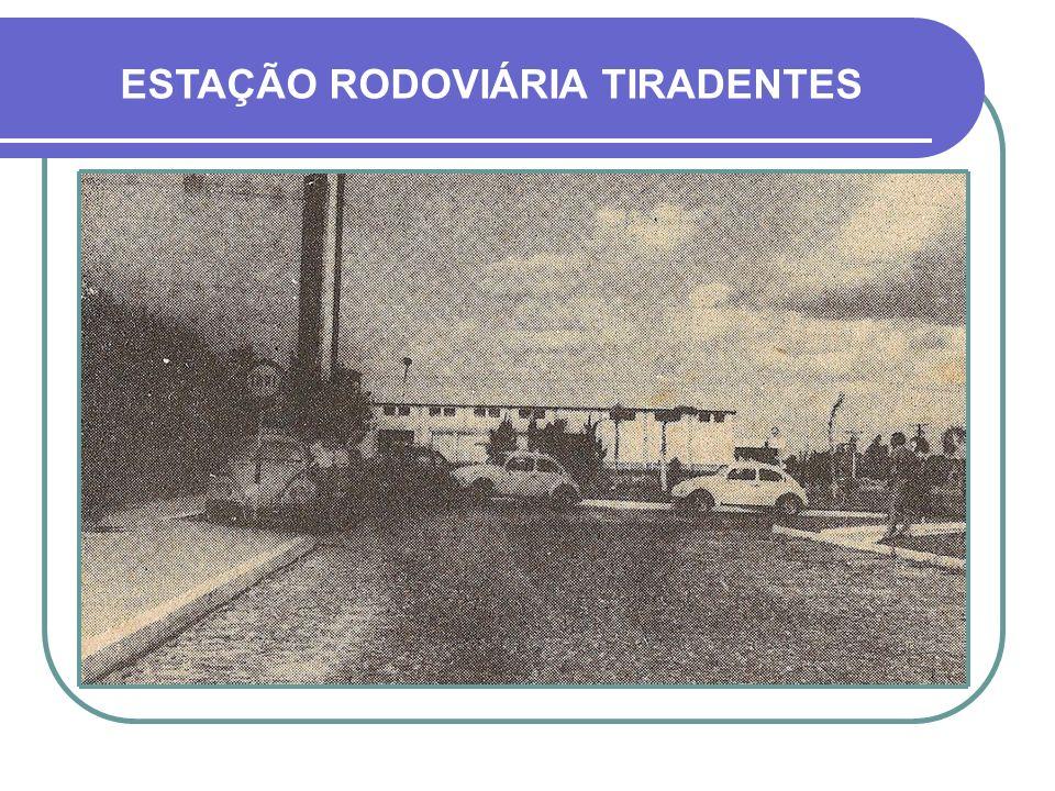 AVENIDA BENJAMIN CONSTANT MARCHA DA TROPA DO QUARTEL 17º R.I. - DÉCADA DE 1950 AREIÃO