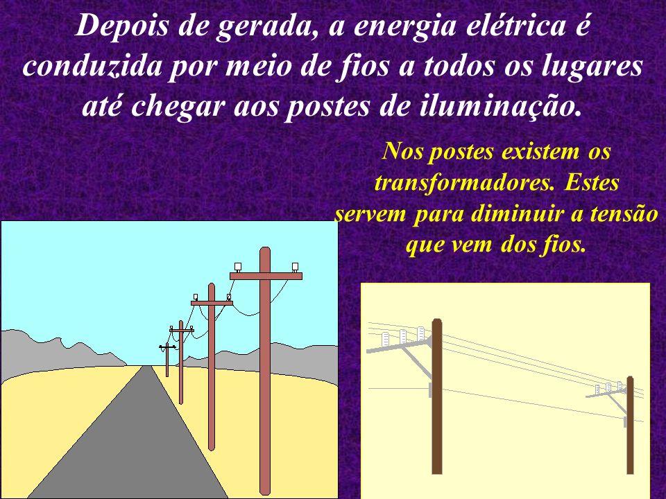 A usina hidrelétrica usa a força das águas para gerar energia. Para transformar a força das águas em energia elétrica, a água represada passa por duto