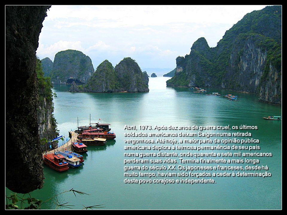 1965. Milhões de americanos desconfiam que seu país não tem nenhuma relação comercial com o Vietnã. Inicia-se uma onda de protesto que ameaça afundar