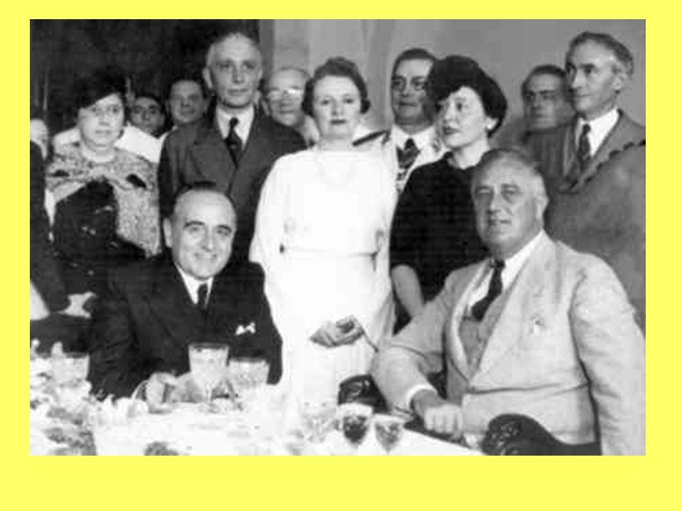 1939 – 45: II Guerra Mundial; Brasil participa do lado aliado, democrático, mas é um Estado totalitário; Pressão para Redemocratização: Partidos reapa