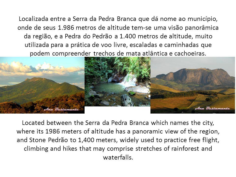 Localizada entre a Serra da Pedra Branca que dá nome ao município, onde de seus 1.986 metros de altitude tem-se uma visão panorâmica da região, e a Pe