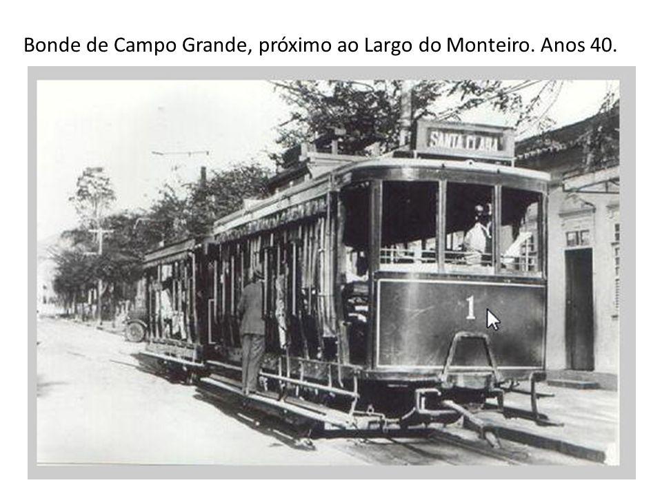 O famoso Bataclã, com reboque, entrando no túnel para Copacabana. Anos 50.