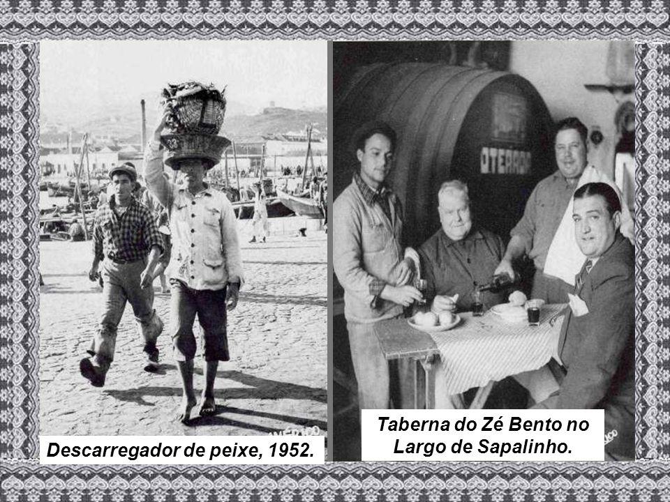 Descarregador de peixe, 1952. Taberna do Zé Bento no Largo de Sapalinho.