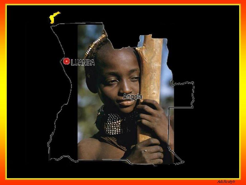Na margem esquerda do rio Cuanza a cerca de 40 metros de altitude, Muxima situa-se no distrito de Bengo, a cerca de 138 Km a sul de Luanda. As comunic