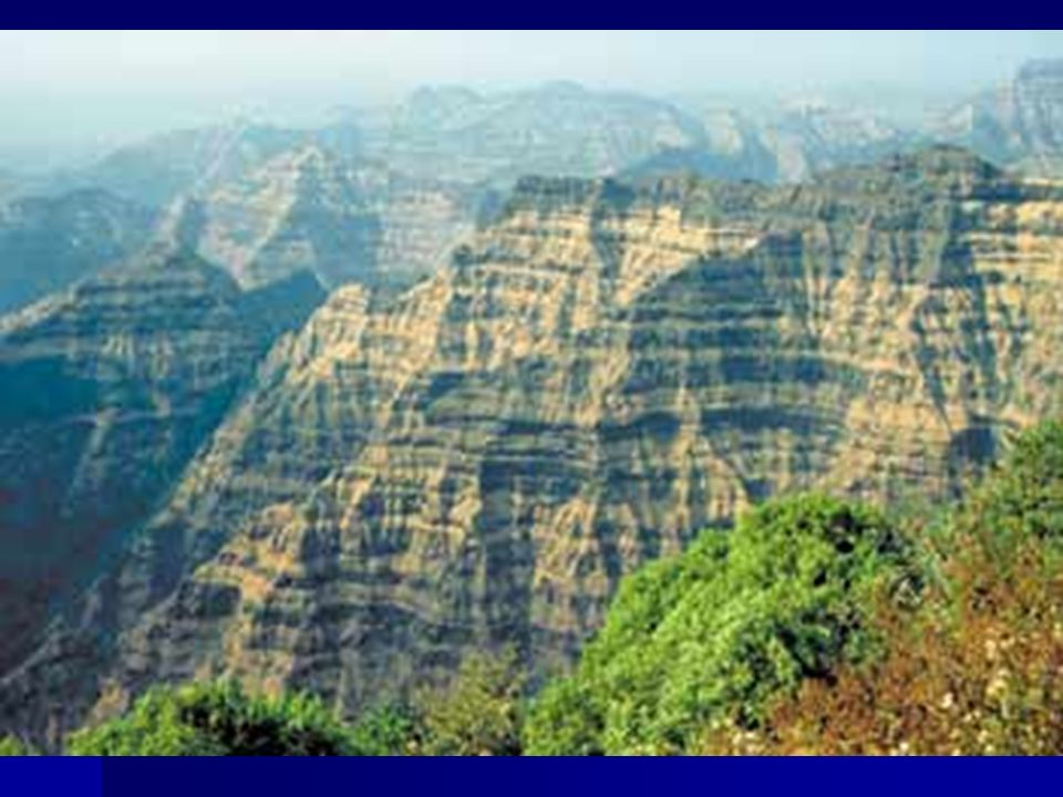 HIDROGRAFIA Hidrografia - A região é rica em rios, são extensos e volumosos.