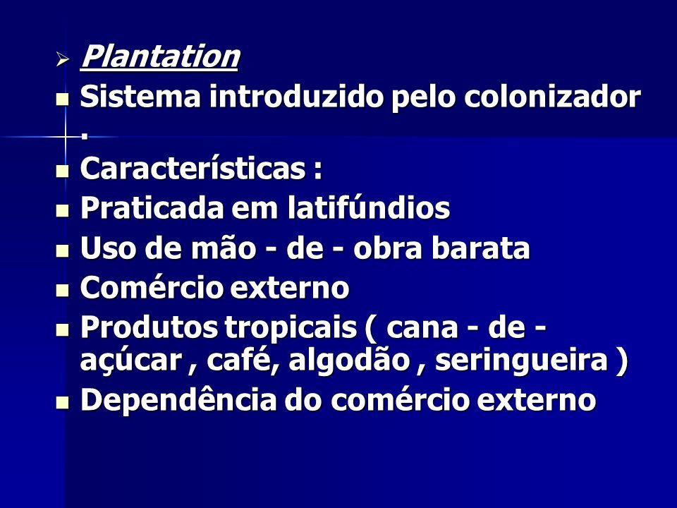 Plantation Plantation Sistema introduzido pelo colonizador. Sistema introduzido pelo colonizador. Características : Características : Praticada em lat