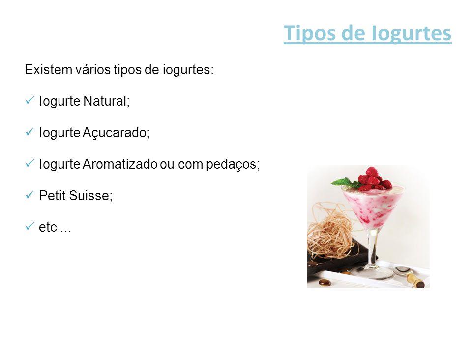 O iogurte natural contém proteínas, carbohidratos, vitaminas e sais minerais.