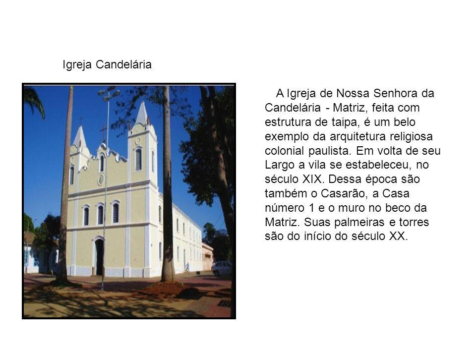 A Igreja de Nossa Senhora da Candelária - Matriz, feita com estrutura de taipa, é um belo exemplo da arquitetura religiosa colonial paulista.