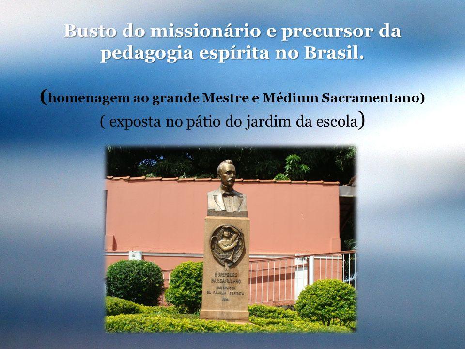 Busto do missionário e precursor da pedagogia espírita no Brasil. ( homenagem ao grande Mestre e Médium Sacramentano) ( exposta no pátio do jardim da