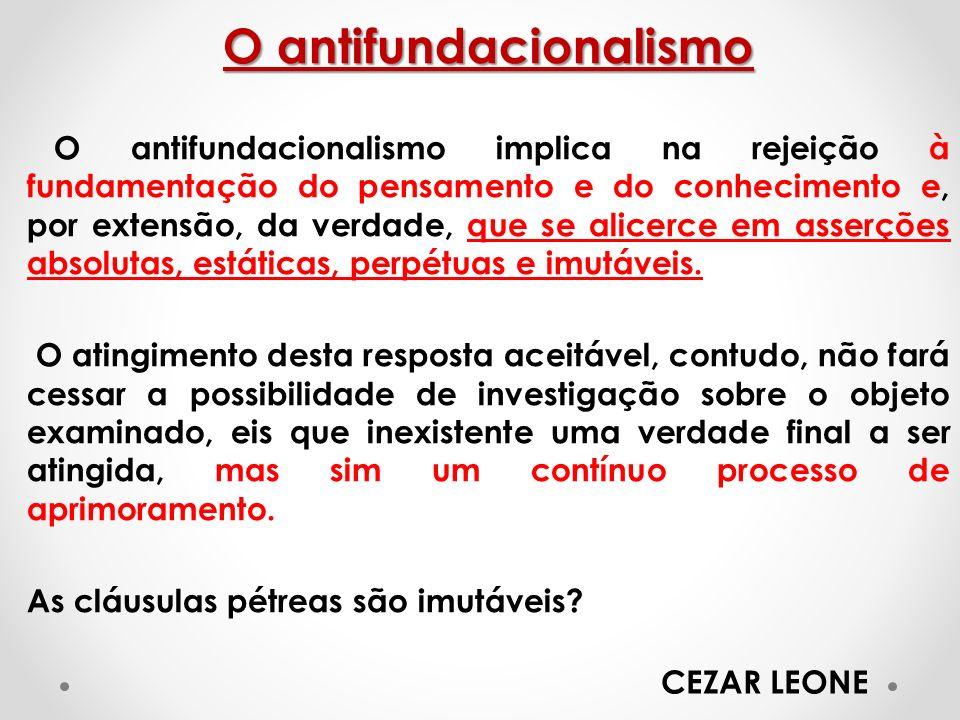 O antifundacionalismo O antifundacionalismo implica na rejeição à fundamentação do pensamento e do conhecimento e, por extensão, da verdade, que se al