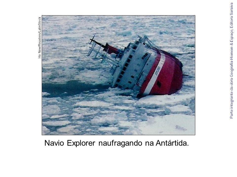 Parte integrante da obra Geografia Homem & Espaço, Editora Saraiva Navio Explorer naufragando na Antártida. Ho New/Reusters/LatinStock