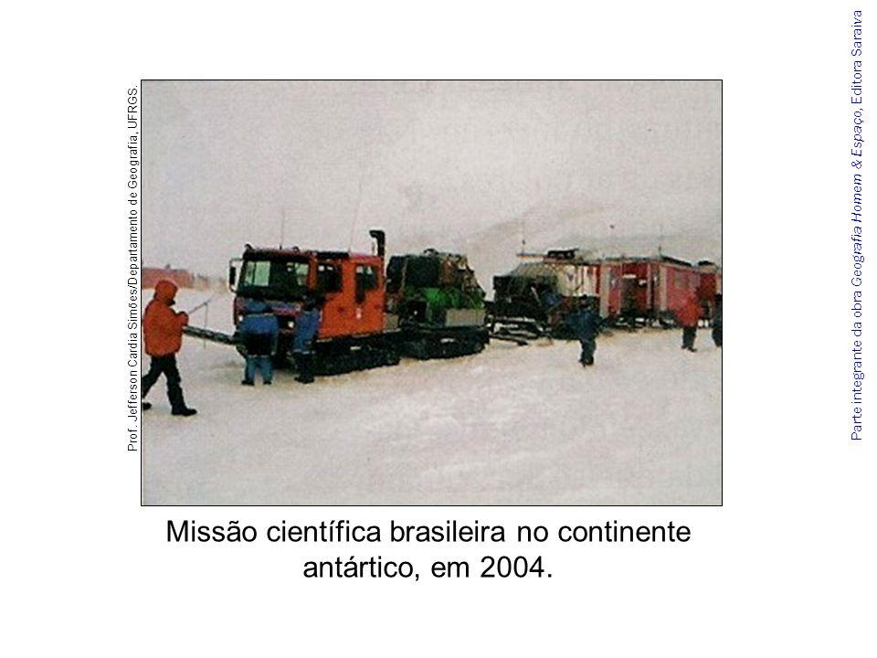 Parte integrante da obra Geografia Homem & Espaço, Editora Saraiva Missão científica brasileira no continente antártico, em 2004. Prof. Jefferson Card
