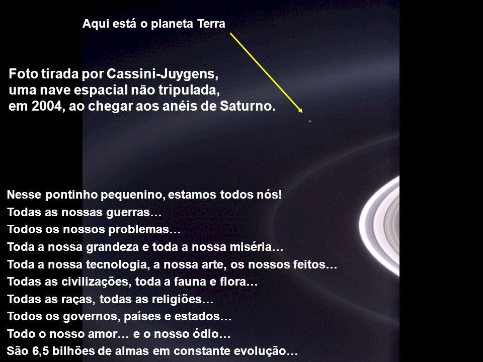 Héla aquí, pues: Foto tirada por Cassini-Juygens, uma nave espacial não tripulada, em 2004, ao chegar aos anéis de Saturno. Aqui está o planeta Terra